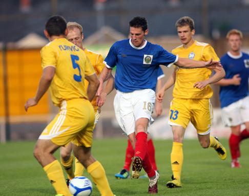 «Линфилд» — «Батэ», Лига чемпионов 2011-2012